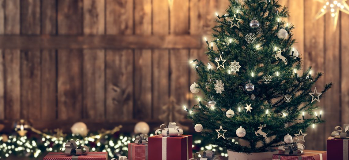 5 Ways to Prolong the Life of your Artificial Christmas Tree