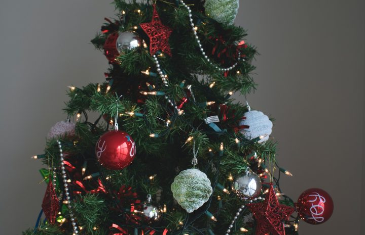 ARTIFICIAL PRE LIT CHRISTMAS TREE: THE BOUNDARY BETWEEN TOO MUCH AND TOO LITTLE
