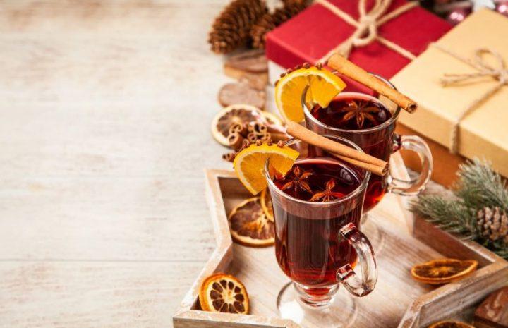 Prelit Christmas Trees: How to Choose a Theme?